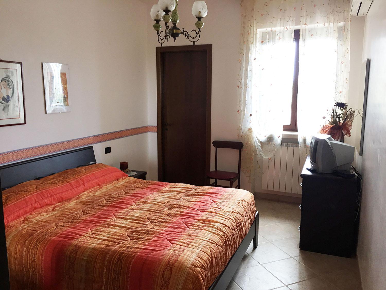 Camera da letto villa grassi for 5 piani casa mediterranea camera da letto